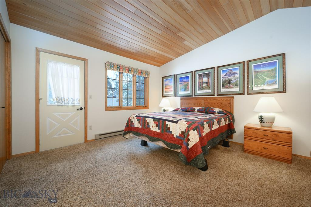 132 Rose Hip Circle 132 Big Sky Photo 16
